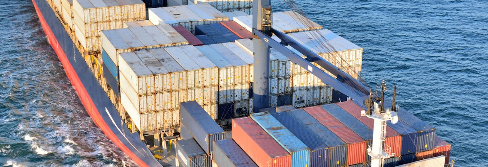 Transports, bateaux, containers, commerce, océans, mers, transports maritimes, marine